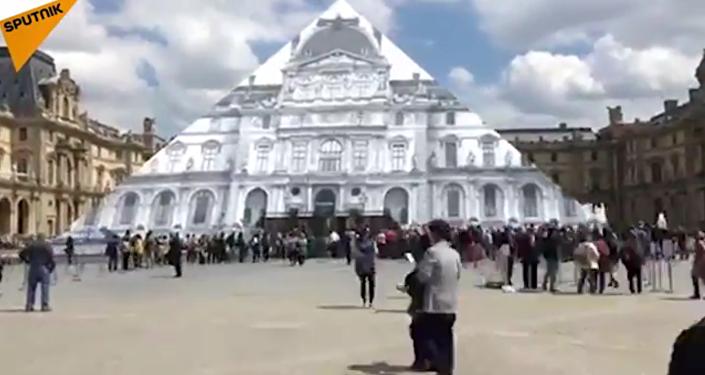 Disparition de la Pyramide du Louvre