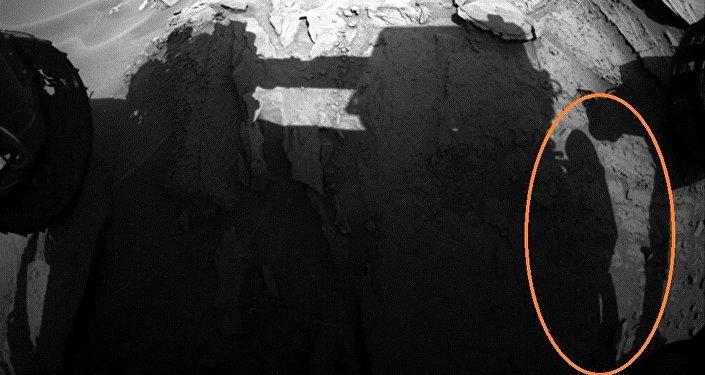 Image d'un astronaute prise par le rover Curiosity