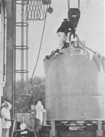 Le conteneur de 50 tonnes construit au Laboratoire national d'Oak Ridge qui peut transporter jusqu'à 1 gramme de californium.