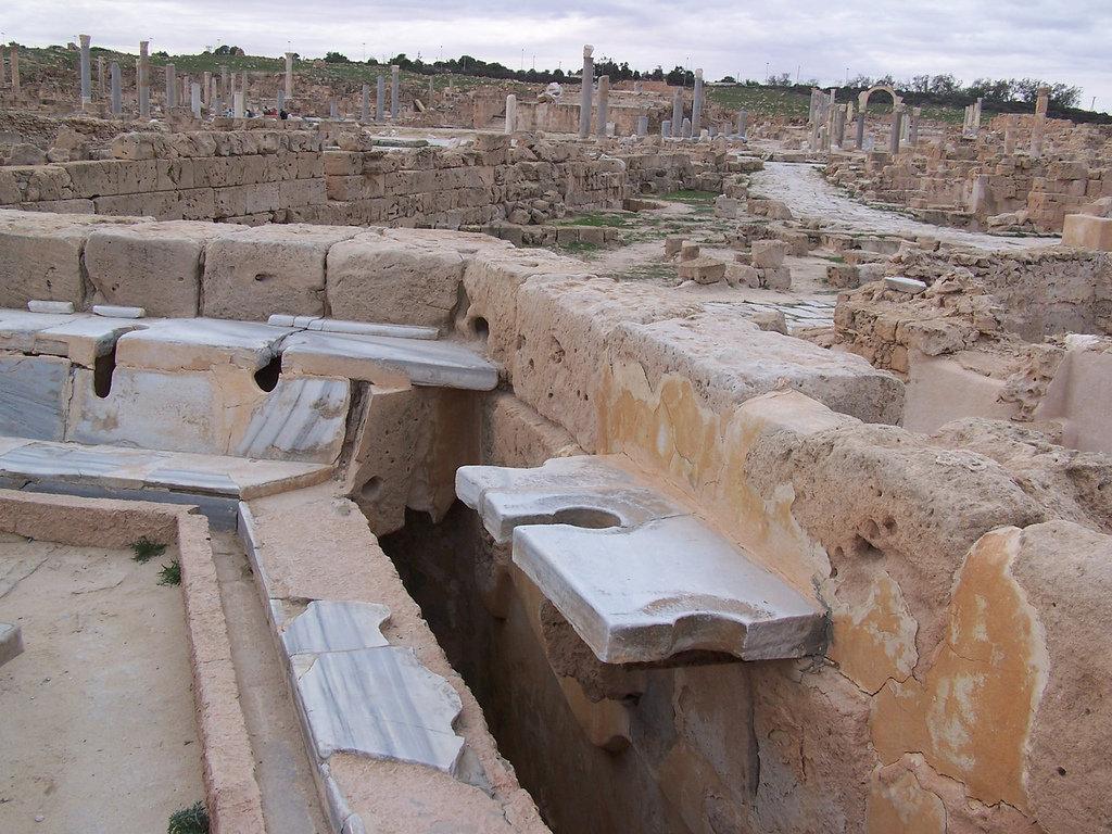 Toilettes publiques romaines à Sabratha en Libye