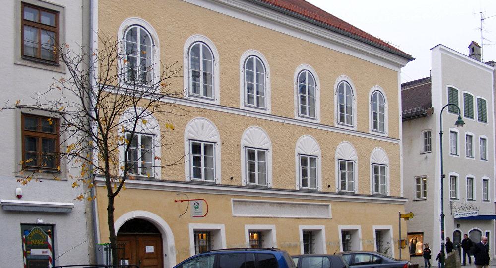 La maison de naissance d 39 hitler confisqu e par le for Maison de naissance remiremont