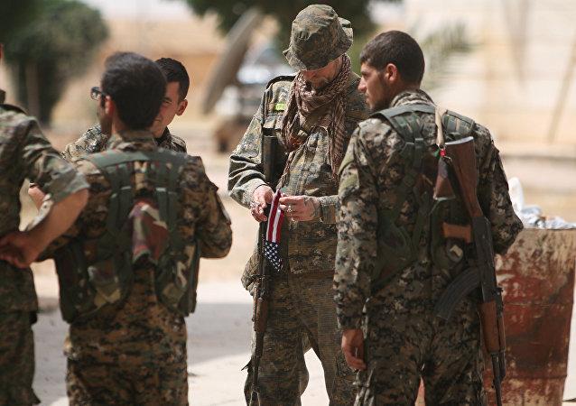 Un militaire américain dans la province de Raqqa
