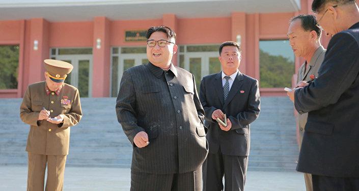 Kim Jong-Un avec une cigarette