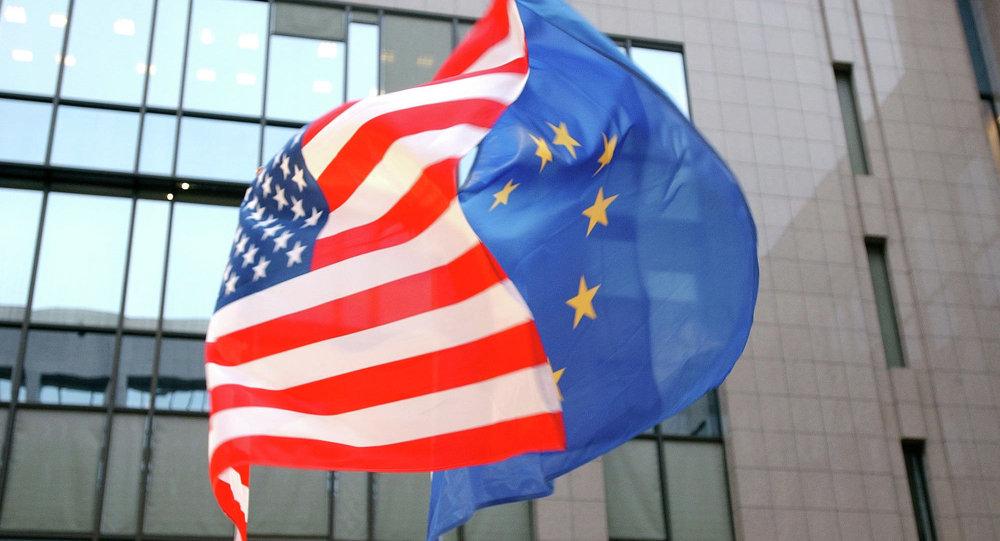 Les drapeaux américain et européen