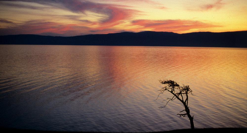 Les scientifiques prédisent la séparation de l'Eurasie au niveau du ... Les scientifiques prédisent la séparation de l'Eurasie au niveau du lac  Baïkal