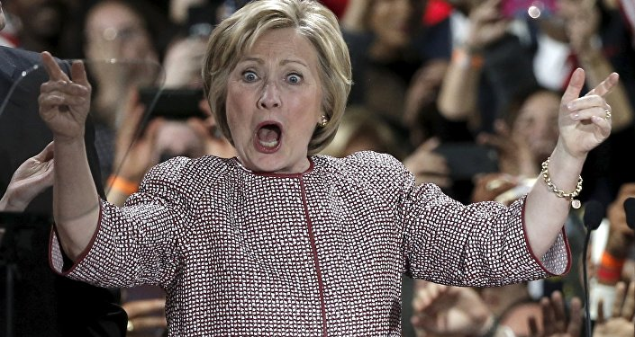 Scandale des e-mails: le FBI met la main sur 15.000 messages d'Hillary Clinton