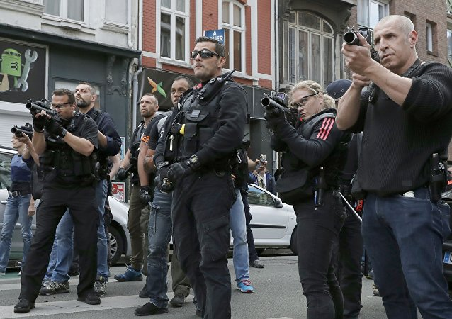 La police encercle des hooligans à Lille