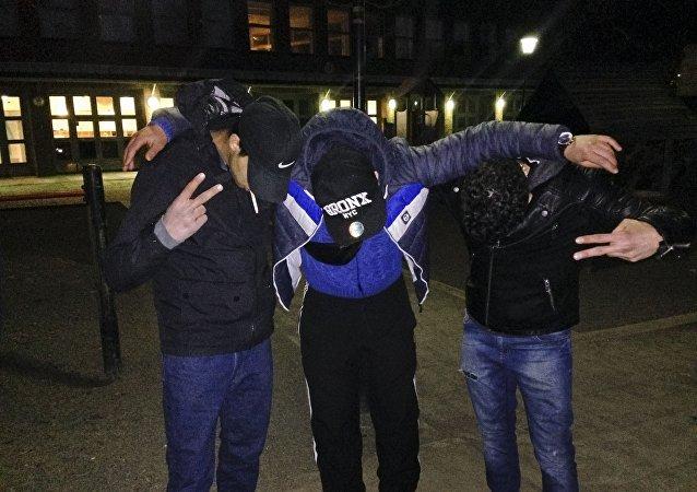 La police et les médecins de la Suède reconnaissent que ces enfants sont souvent des individus ayant largement la vingtaine.