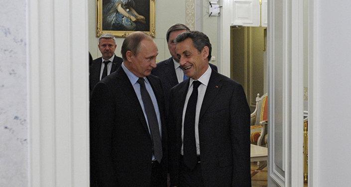 Dîner informel Poutine-Sarkozy près de Saint-Pétersbourg
