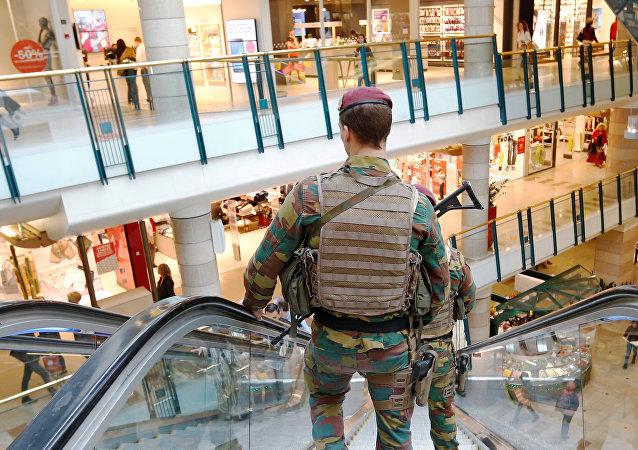 Un centre commercial de Bruxelles évacué suite à une alerte à la bombe