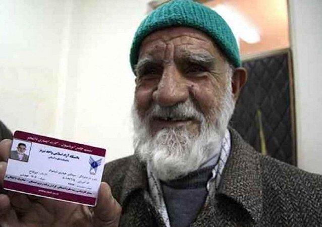 L'Iranien Mir-Qanbar Heidari Shishvan a décroché son master à 86 ans