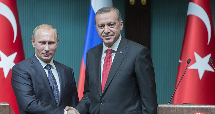 Poutine félicite Erdogan pour avoir stabilisé la situation en Turquie