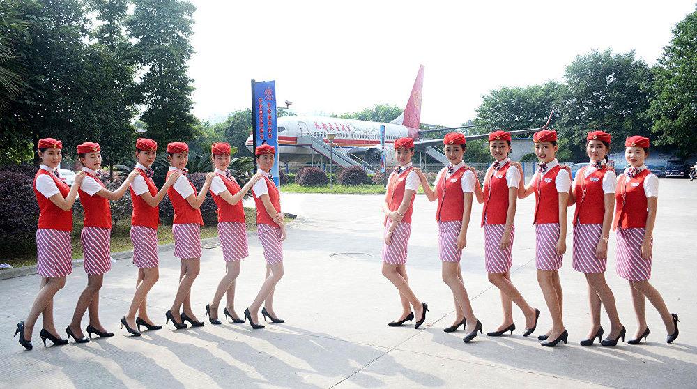 Comment les hôtesses de l'air chinoises s'entrainent-elles?