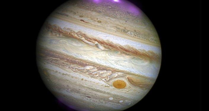 L'aurore boréale de Jupiter révèle sa beauté