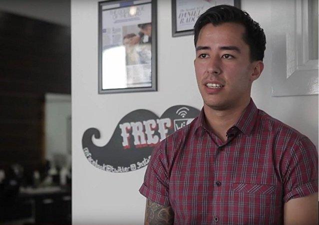 Miguel Guttierrez, un coiffeur de Liverpool baptisé coiffeur nomade