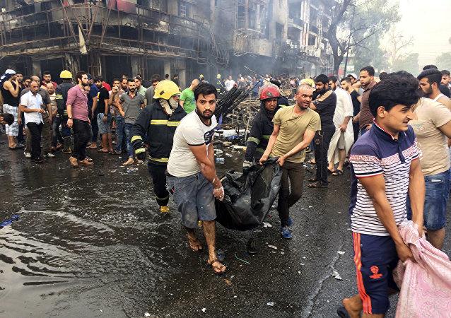 Bagdad: le premier ministre hué sur le lieu du plus meurtrier attentat