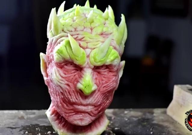 Le visage d'un personnage de Game Of Thrones sculpté grâce à une pastèque