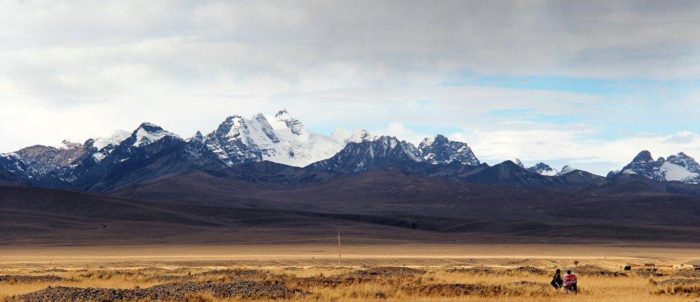 La cordillère des Andes, située en Amérique du Sud, est l'une des plus longues chaînes de montagnes du monde.