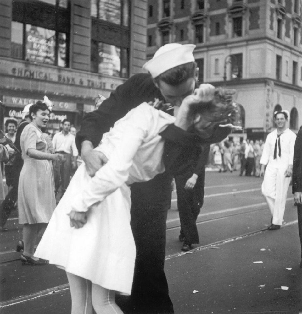 Un baiser à Times square à New York.