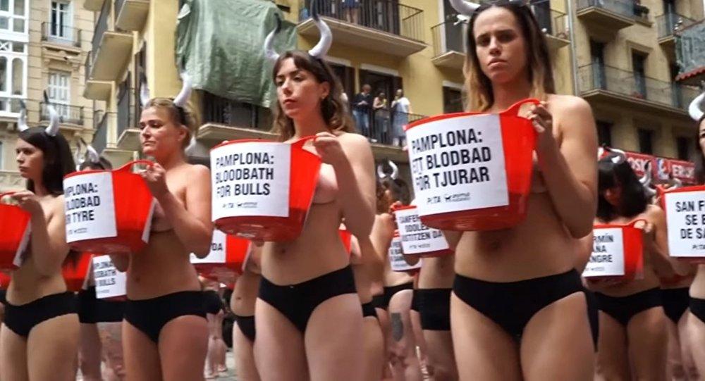 Les filles dénudées déclarent une guerre à la corrida