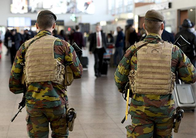 La police militaire dans l'aéroport belge de Zaventem
