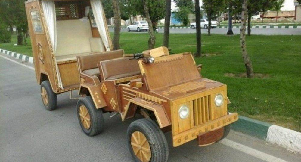 Une voiture en bois inventée en Iran