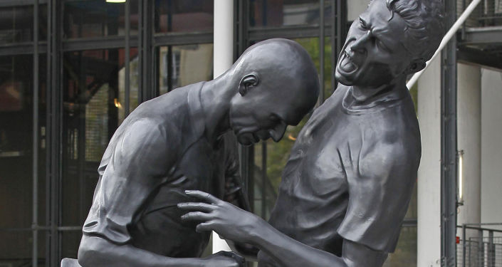 Une sculpture représentant Zinedine Zidane et Marco Materazzi