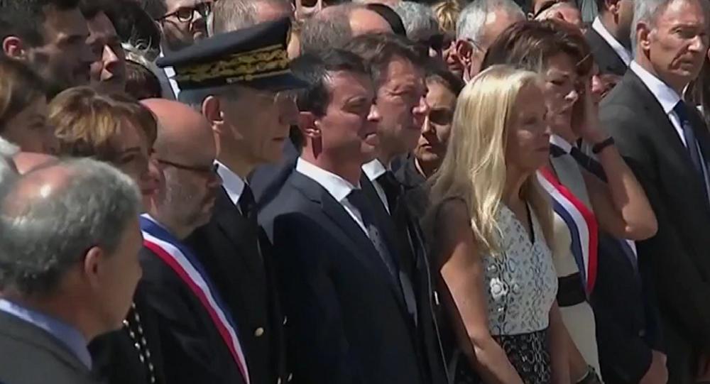 Manuel Valls à Nice durant l'hommage aux victimes de l'attentat