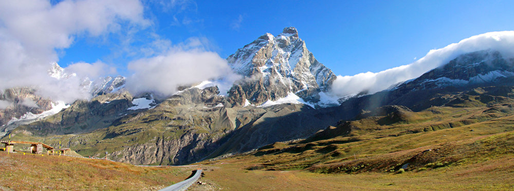 Le Cervin est un sommet de 4 478 mètres d'altitude situé à la frontière suisse.