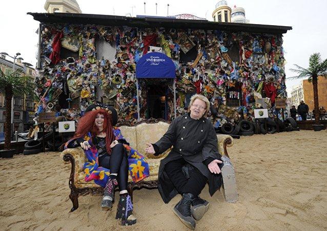 Hôtel des déchets de plage (Beach Garbage Hotel) sur l'une des places centrales de Madrid