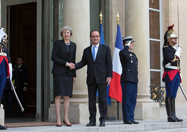 Rencontre entre Theresa May et François Hollande le 21 juillet 2016 à Paris
