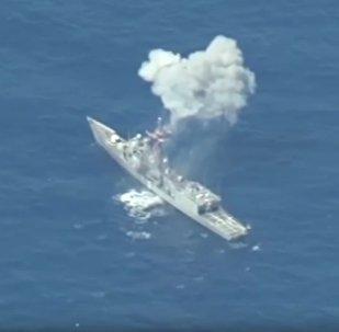 La frégate USS Thach a tenu douze heures sous un feu nourri