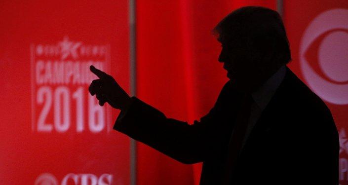Qui aide Trump et hacke les emails des Démocrates US? La Russie, bien sûr!
