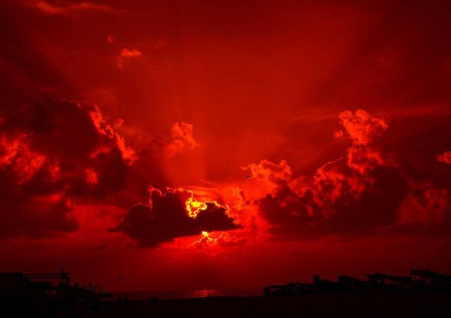 Un coucher de soleil (image d'illustration)