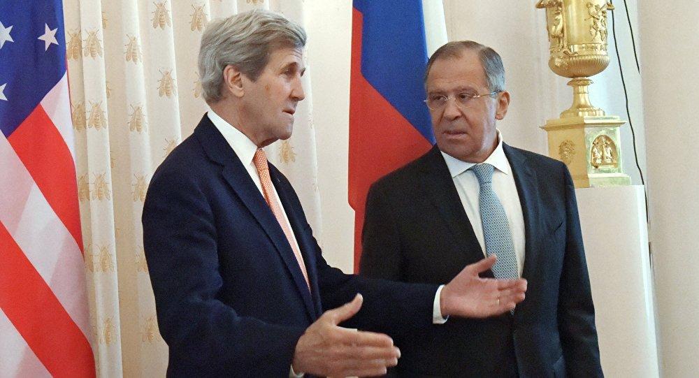 Les chefs des diplomaties russe et américaine, Sergueï Lavrov et John Kerry