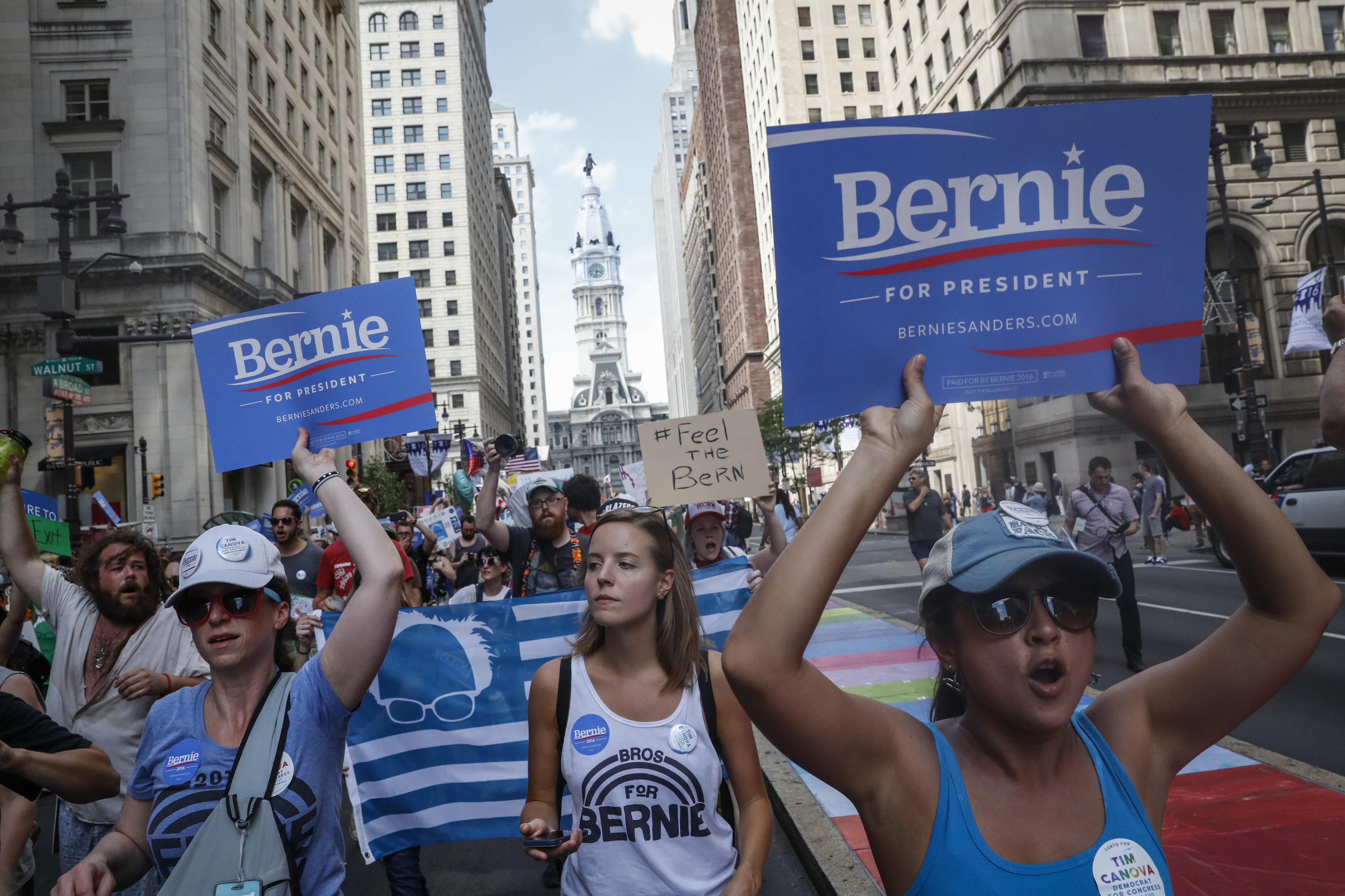 La manifestation des partisans de Bernie Sanders à Philadelhie