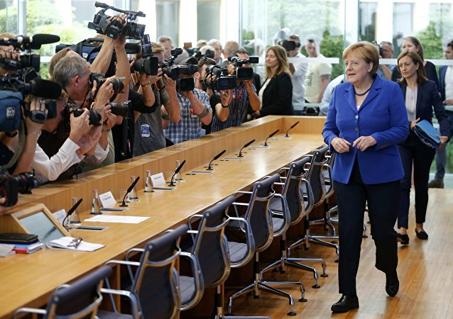 Merkel interrompt ses vacances suite aux attentats