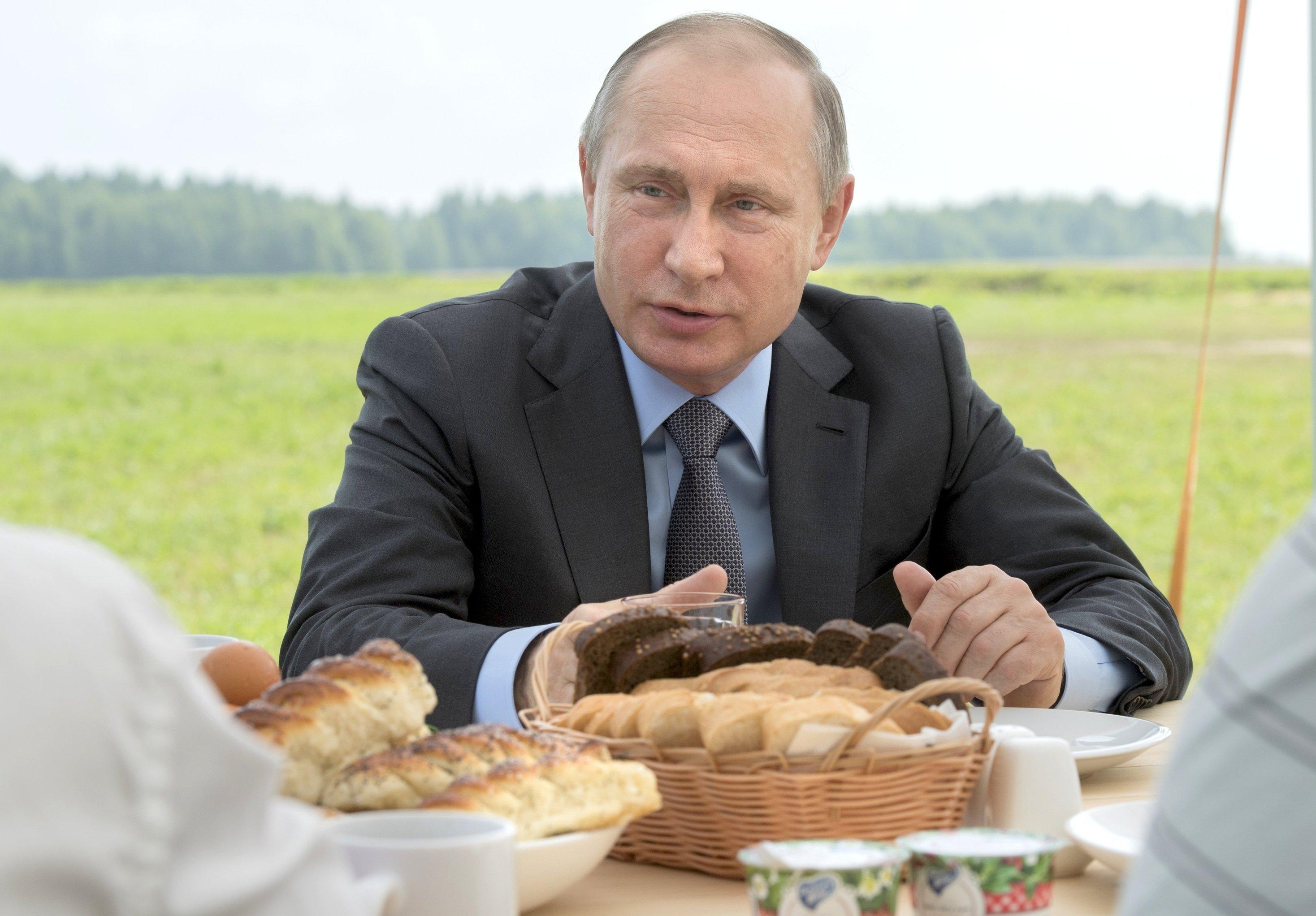 M. Poutine avec des agriculteurs