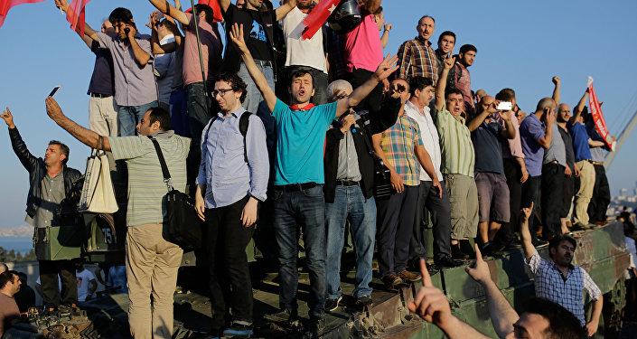 Scènes de liesse en Turquie suite à l'échec du coup d'Etat