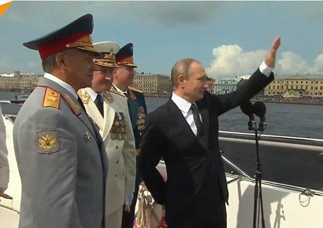 Vladimir Poutine a félicité les marins pour la Journée de la marine