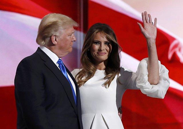 Kandidat der Republikaner für die Präsidentschaft, Donald Trump, mit seiner Gattin Melania