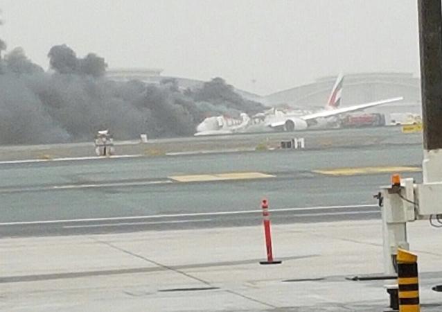 Un Boeing d'Emirates en flammes