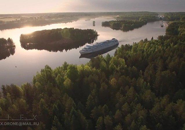 De Saint-Pétersbourg à Kiji en bateau