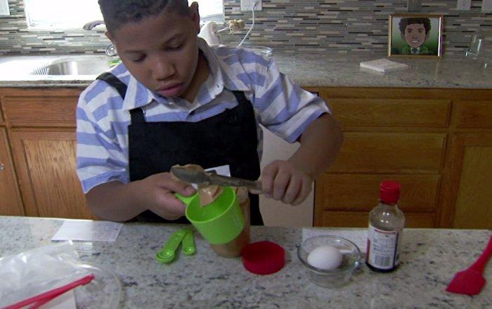 Un gamin de huit ans ouvre une boulangerie pour acheter for Acheter maison usa