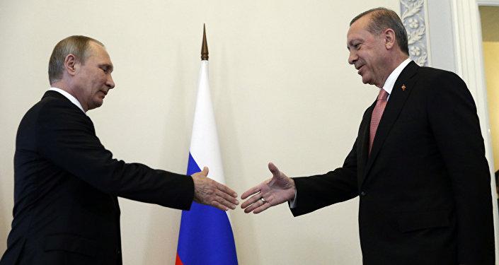 Le dirigeant russe Vladimir poutine et son homologue turc Recep Tayyip Erdogan