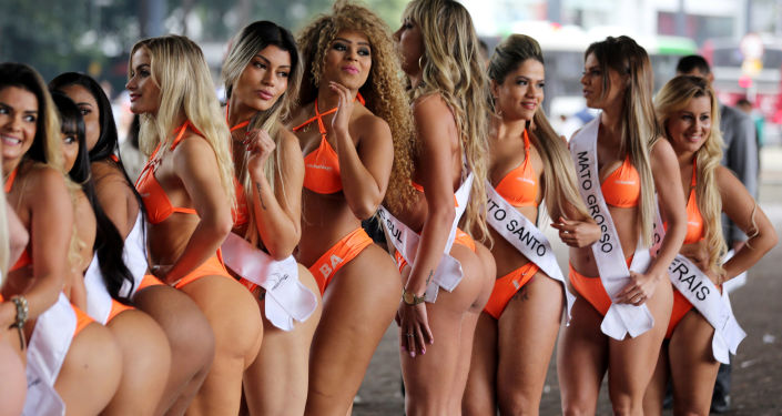 Au Brésil, les plus belles fesses du pays causent un embouteillage-monstre