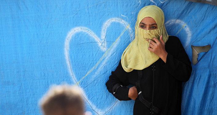 Une jeune femme en minijupe arrêtée par la police — Arabie saoudite