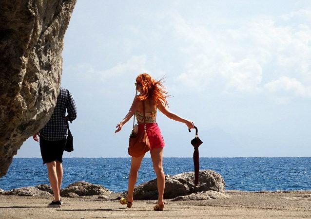 Défense d'être un faux-célibataire en Italie