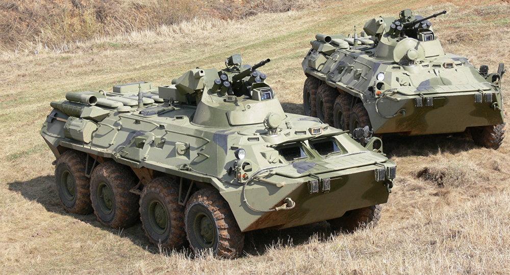 Un BTR-82 et un BTR-82A