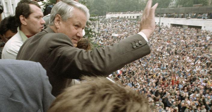 Boris Eltsine pendant un meeting en août 1991